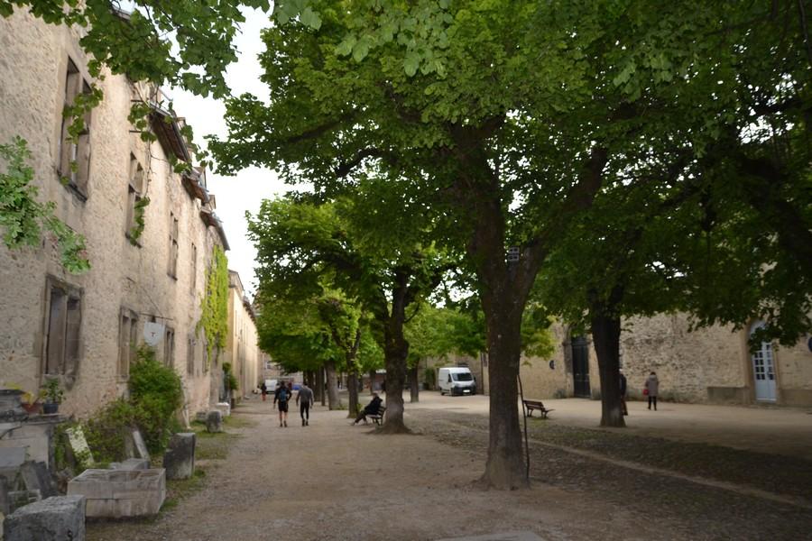 Saint-Antoine : montée vers l'église.